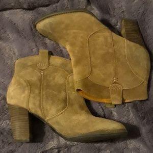 Genuine suede Clarks western-style booties